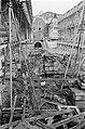 Het voormalig Burgerweeshuis wordt gerestaureerd, enorme ravage op binnenplaats, Bestanddeelnr 921-1366.jpg
