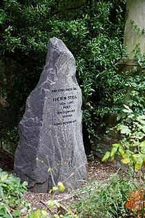 Highgate Cemetery - East - Lucien Stryk 01.jpg