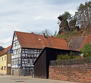 Hinterweidenthal - Half-timbered house and sandstone rock