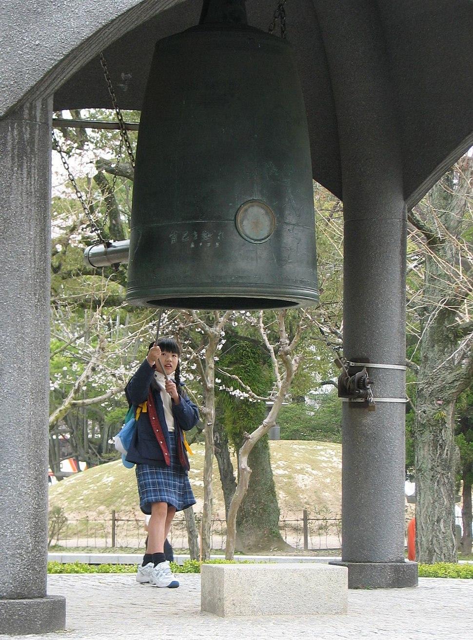 Hiroshima Peace Bell.jpg