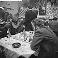 Hoogovenschaaktoernooi te Beverwijk, Hein Donner links in partij tegen Larssen, Bestanddeelnr 911-9905.jpg