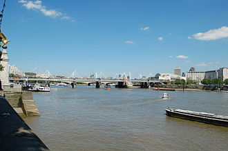 South Eastern main line - The line crossing the River Thames over Hungerford Bridge