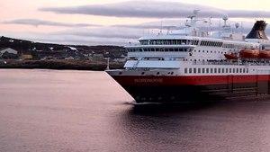 File:Hurtigruten Nordkap trifft Nordnorge.ogv