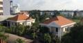 IGS HCMC Haus C und D von der Lehrervilla aus im August 2016 01.png