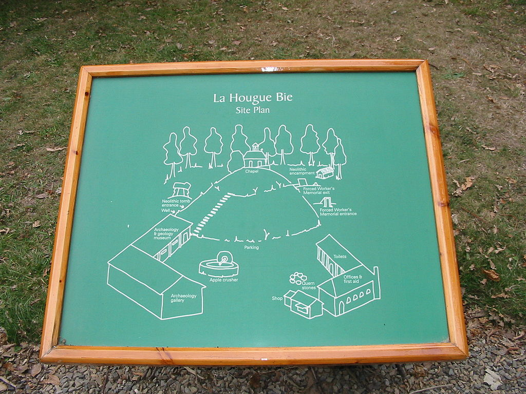 IMG 2464 schematic map of site of La Hougue Bie Jersey