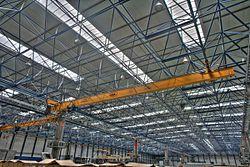 سازههای فضاکار - ویکیپدیا، دانشنامهٔ آزادسقف این ساختمان صنعتی توسط یک سازه قاب فضایی، نگه داشته شدهاست.