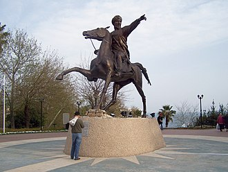 Kaykhusraw I - Statue of Kaykhusraw I in Antalya, sculpted by Meret Öwezov