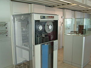 Magnetic tape data storage - IBM 729V