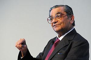 Jagdish Bhagwati - Image: Jagdish N. Bhagwati Professor Jagdish pa Columbia University talar vid invigningen av Nordiskt globaliseringsforum i Riksgransen 2008 04 02