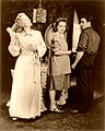 Jessica Tandy with Kim Hunter and Marlon Brando. cph.3b23243.II.jpg