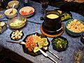 Käsefondue mit Salatbeilagen und Wein.jpg