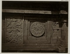 KITLV 28287 - Isidore van Kinsbergen - Relief with part of the Ramayana epic on the north side of Panataran, Kediri - 1867-02-1867-06.tif