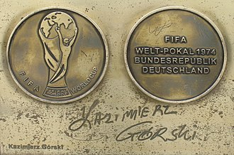 Kazimierz Górski - Image: Kazimierz Gorski medal & autograph