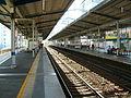 Keikyu-railway-main-line-Keikyu-kawasaki-station-platform.jpg