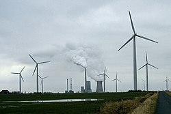 Kohlekraftwerk Mehrum Windräder.jpg