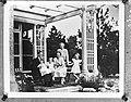 Koninklijke familie bijeen in zomerhuis koningin Wilhelmina in de Verenigde Sta, Bestanddeelnr 900-8781.jpg