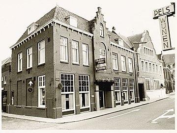 Koorstraat 20, hoek Lindegracht. Het restaurantgedeelte van schouwburg-restaurant het Gulden Vlies. - RAA011003286 - RAA Elsinga