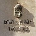Kováts Mihály Tagiskola, bronz címeres névtábla, 2018 Karcag.jpg