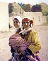 Kurdish woman daughters neu.jpg