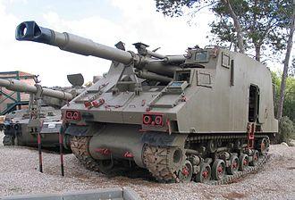 Soltam M-68 - IDF Ro'em self-propelled gun, mounting a L/33 M-68