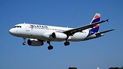 LATAM A320-233 LV-BSJ (33907622701).jpg