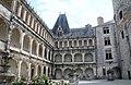 La Rochefoucauld Cour intérieure.jpg