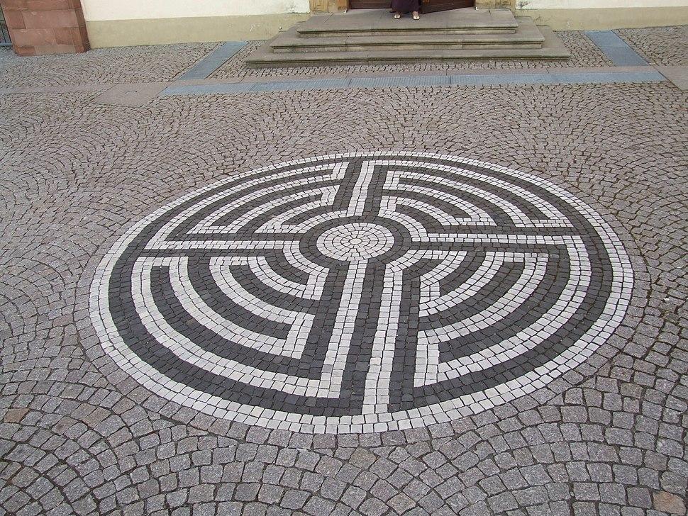 Labyrinth vor St. Lambertus, Mingolsheim