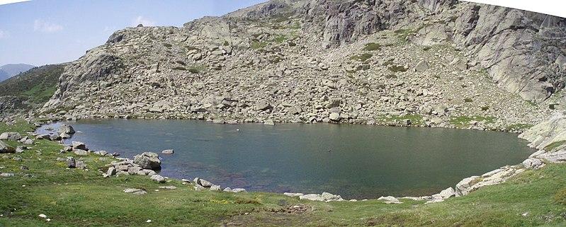 File:Laguna grande de Peñalara.jpg