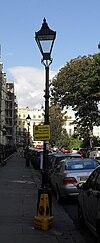 Lanternaj kolonoj en Brunswick Square, Brunswick Town, Hove (IoE Code 365497).jpg