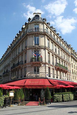 Hôtel Barrière Le Fouquet's - Fouquet's facade on the Champs-Elysées