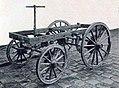 Le châssis de la première automobile à quatre temps (1890), moteur inventé par le français Fernand Forest.jpg