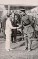 Le roi Albert félicite Joseph Guillemot - L'Illustration - 21 août 1920.png