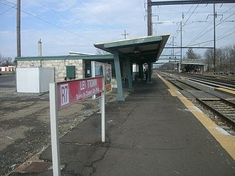 Levittown station - The southbound platform with former R7 signage in 2012