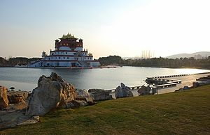 "The Amazing Race: China Rush 1 - Teams ended the second leg of the race at Lingshan ""Five-signets"" Palace, at Wuxi, Jiangsu."