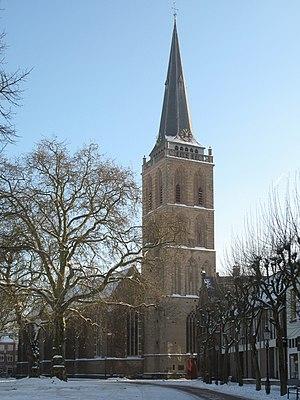 Lochem - Image: Lochem, Gudulakerk vanaf de Markt foto 17 2010 12 26 12.54