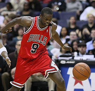 Luol Deng - Deng with Chicago in 2009