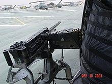 vido de ene de helikoptero eksteren pordo ĝis korwdeita gudrobetono