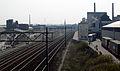 Maastricht, spoorweg en fabriekscomplex en Mosa en Kristalunie vanaf Viaductweg.jpg