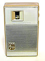 Magnavox 7-Transistor AM Radio, Model 2-AM-70, Made in Japan, Circa 1964 (8492709934).jpg