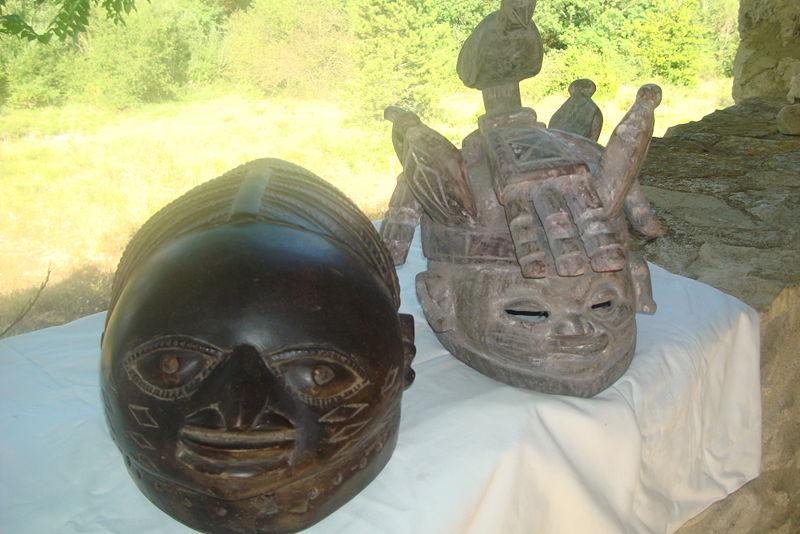 Ficheiro:Mascara de Guelede, Orossi, Benin..JPG