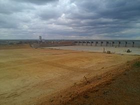 Massingir dam wall, Dec 2014.jpg