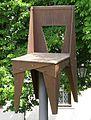 Maxistuhl Wingnut Chair von Jasper Morrison, in Weil am Rhein-Altweil, Lindenplatz.jpg