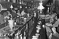 Mensen in een café te Amsterdam, Bestanddeelnr 924-6119.jpg