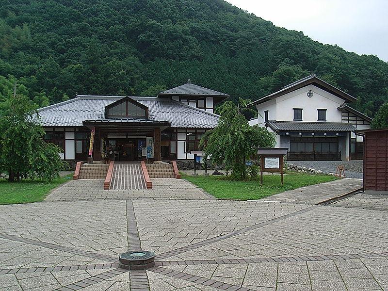 File:Michinoeki ryusei kaikan.jpg