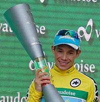 Miguel Ángel López en el podio del Tour de Suiza 2016.jpg