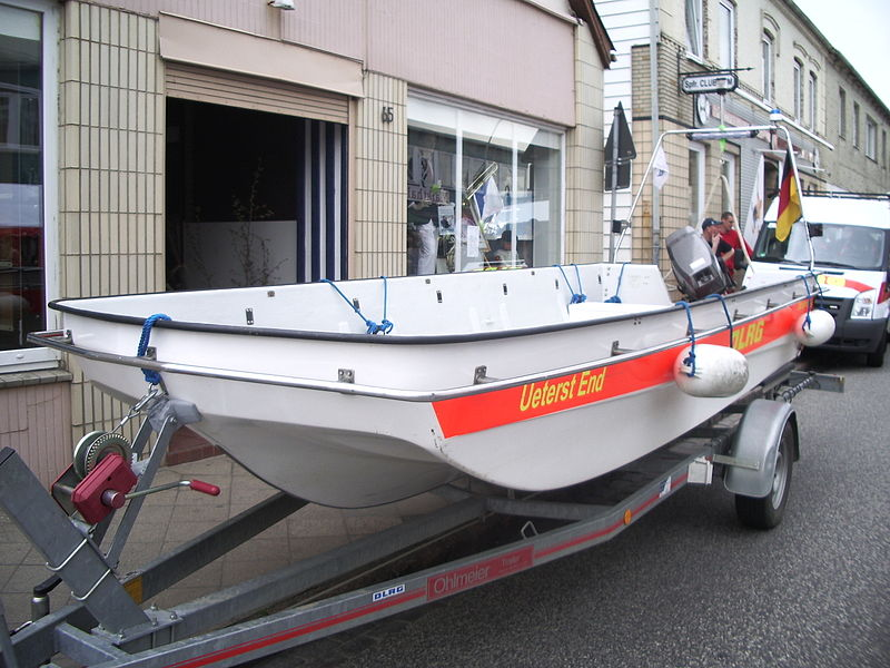 File:Motorrettungsboot Ueterst End DLRG.JPG