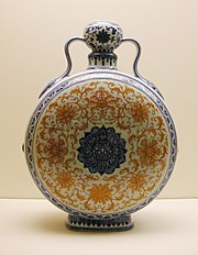 Pilgrim flask, porcelain with underglaze blue and iron-red decoration. Qing dynasty, Qianlong period in the eighteenth century.