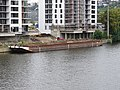 Nákladní loď u sídliště Prague Marina.jpg
