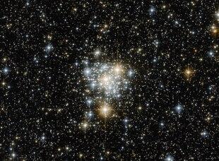 Aufnahme des offenen Sternhaufens NGC 299 mithilfe des Hubble-Weltraumteleskops