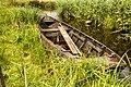 Nationaal Park Weerribben-Wieden. Laarzenpad door veenmoeras van De Wieden. Oude boot 02.jpg